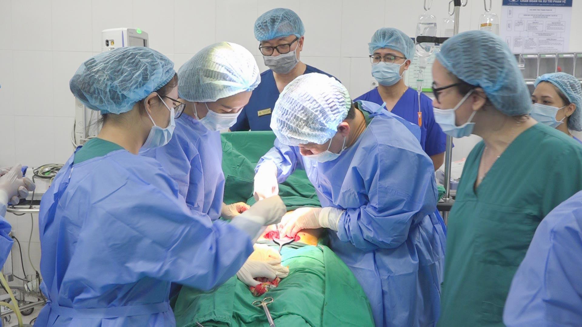 Kỹ thuật can thiệp bào thai: Tia hi vọng mới cho những người làm cha mẹ