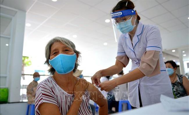 Điều chỉnh quy trình tiêm vắc xin phòng Covid-19 phù hợp với tình hình thực tiễn
