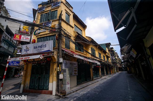 (Ảnh) Hà Nội: Ngắm kiến trúc cổ kính, đẹp mê mẩn hiện ra khi phố phường vắng vẻ